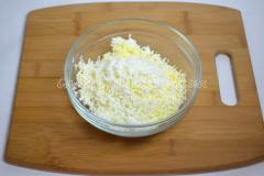 Новогодняя закуска Снеговик (сыр, яйца, чеснок, майонез)