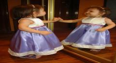 Новогоднее платье для девочки из атласа