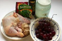 Куриный салат с сельдереем и виноградом