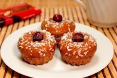 Шоколадные маффины с вишней и кокосовой стружкой, рецепт