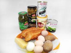 Салат на Рождество в виде змеи (грибы, куриная грудка, гранат, сыр), рецепт