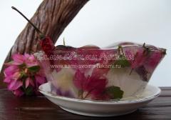Ледяной подсвечник, поделки из льда и растений