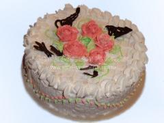 Вкусный торт суфле со сливками и профитролями, рецепт с фото