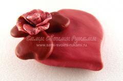 Магниты из пластики, красное сердечко на холодильник, мастер класс с фото