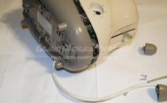 Снимаем рукоятку регулятора мощности и пластиковую накладку рычага пуска