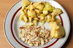жарю орехи, чищу яблоко