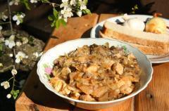 Курятина, грибы, капуста – тушим вместе
