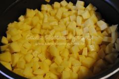 Загружаем картофель