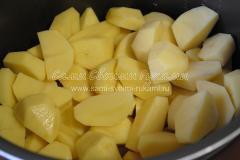 Закладываем картофель