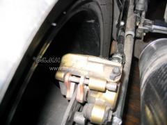 Замена тормозных колодок спортивного мотоцикла