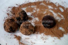 Обволакиваем трюфель в какао