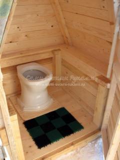 туалет на даче из дерева
