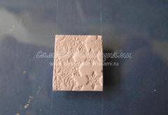 Техника вязания из полимерной глины, брошь-сердечко