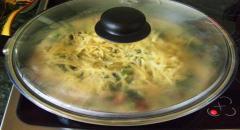 Омлет с грибами, сыром и сосисками - рецепт