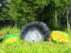 Поделка для сада из монтажной пены (Ежик)