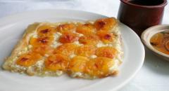Рецепт слоеного пирога с абрикосом и творогом