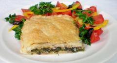 Слоеный пирог с зеленью и сыром