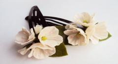 Заколка с цветами из холодного фарфора