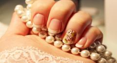 Свадебный маникюр на короткие ногти Белые Розы...