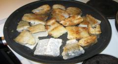 Как готовить щуку - рецепт с луком и майонезом