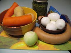 Оливье с колбасой - новогоднее оформление