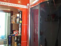 Красная ванная комната - бело-красный дизайн, фото