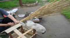 Кошачий домик для дачи и кормушка - 2 в 1