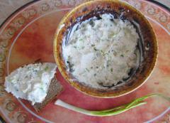 Легкая закуска из творога и зеленого лука