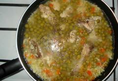 Куриный плов с зеленым горошком, как приготовить - рецепт с фото