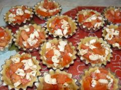 Корзинки с помидорами и моцареллой