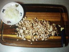 Закусочный суп из шампиньонов с сухариками - рецепт с фото