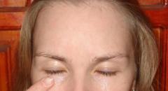 Восстанавливающая крем-маска для кожи вокруг глаз
