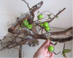 Декоративное дерево с яблоками
