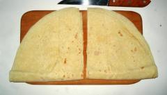 Лепешки с соленым творогом за 2 минуты (на основе лаваша, в микроволновке)