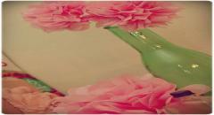 Цветы из папиросной бумаги и гирлянды из помпонов