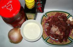 Гуляш из говядины с подливкой - рецепт с фото