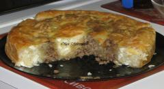 Пирог из слоеного теста с фаршем и рисом