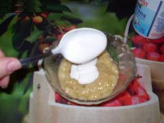 Маска из банана для кожи вокруг глаз (банан, сметана, растительное масло)