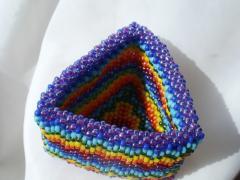 Треугольная шкатулка из бисера