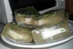Как приготовить заливное - рецепт из свиного рулета