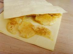 Как сделать чипсы в микроволновке за 10 минут - рецепт, фото