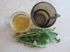 Маска из свежих листьев одуванчика для сухой, стареющей кожи