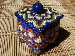 Квадратная шкатулка из бисера