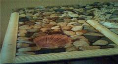 Стол, декорированный ракушками