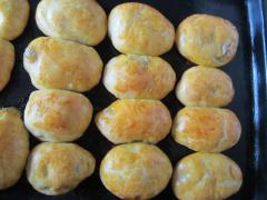 Как испечь пирожки в духовке (с зеленым горошком)