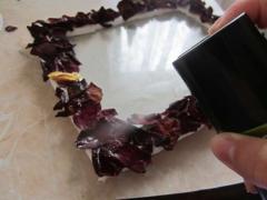 Как сделать рамочку для фото с помощью сухих лепестков роз