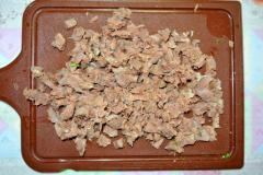 Окрошка на кефире и говяжьем бульоне