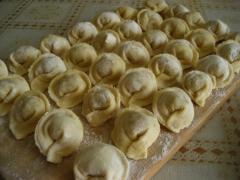 Пельмени, запечённые в горшочках под сыром