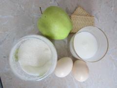 Десерт из печенья и яблок, как приготовить в молочно-желтковом соусе